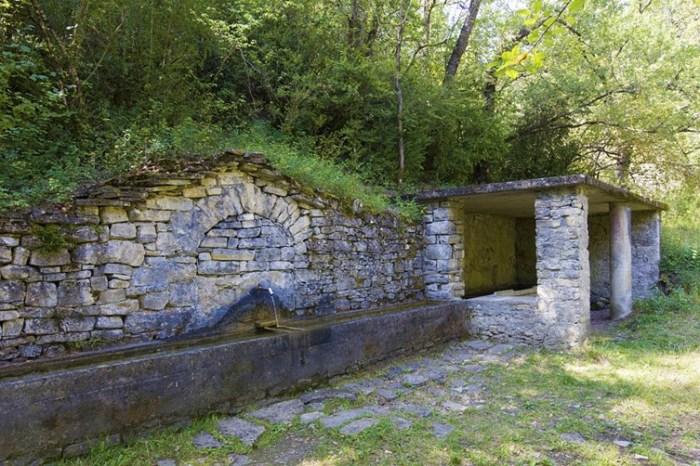 Tres rutas para sentir el otoño alrededor de Sabiñánigo. Lavadero de Arguisal.