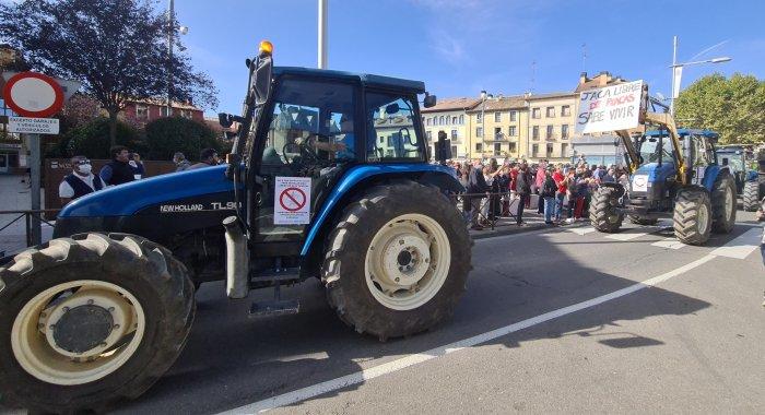 Renovables sí, pero no así. Tractores a la calle en Jaca contra las macroplantas solares