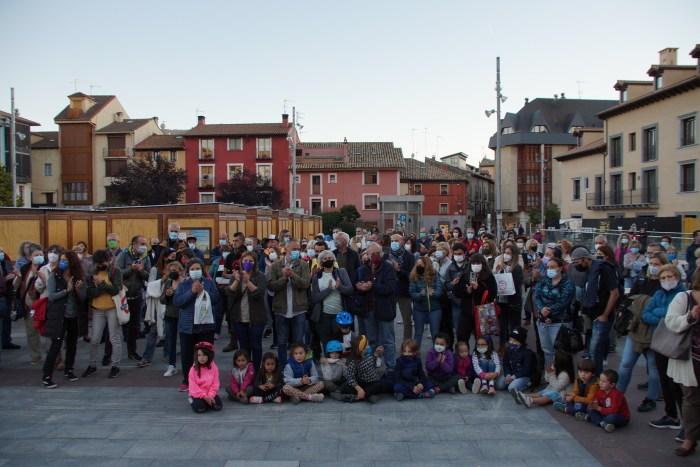 Concentración en repulsa y condena de la última agresión machista en Jaca. (FOTO: Rebeca Ruiz)