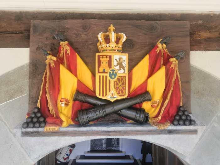 La Ciudadela de Jaca organiza una conferencia con motivo del aniversario de la Batalla de Lepanto y estrena la restauración del escudo del Palacio del Gobernador.