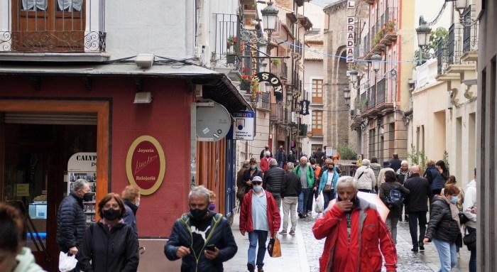 Jaca y el Valle del Aragón rozan el lleno total para el Puente del Pilar. Ambiente en las calles de Jaca este martes. (FOTO: Rebeca Ruiz)