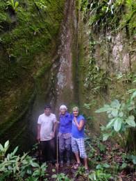 Trois nains dans les racines d'un ceibo