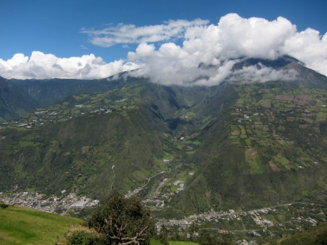Overview of Baños from the Antenna