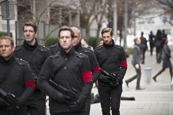 """DC's Legends of Tomorrow -- """"Progeny""""-- Image LGN110b_0175b.jpg -- Pictured: Arthur Darvill as Rip Hunter -- Photo: Diyah Pera/The CW -- © 2016 The CW Network, LLC. All Rights Reserved."""