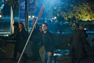 """Supergirl -- """"Changing"""" -- Image SPG206c_0102 -- Pictured: Chris Wood as Mike/Mon-El -- Photo: Bettina Strauss /The CW -- © 2016 The CW Network, LLC. All Rights Reserved"""
