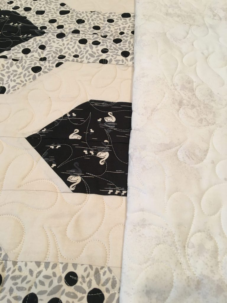 Loose Feathers e2e - Black Swan Quilt