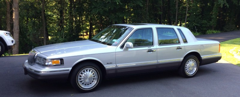 1997 Lincoln Town Car Signature Series What A Luxury Car Should Be