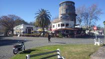 Riverside cafes at Plazoleta San Martin