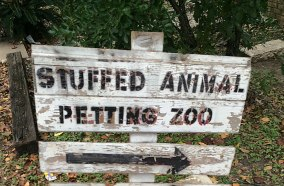 Petting zoo sign