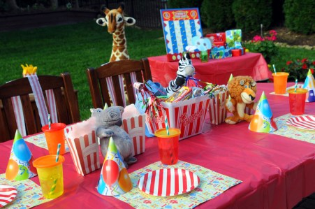 BRAND-STYLING-CIRCUS-TABLESCAPE