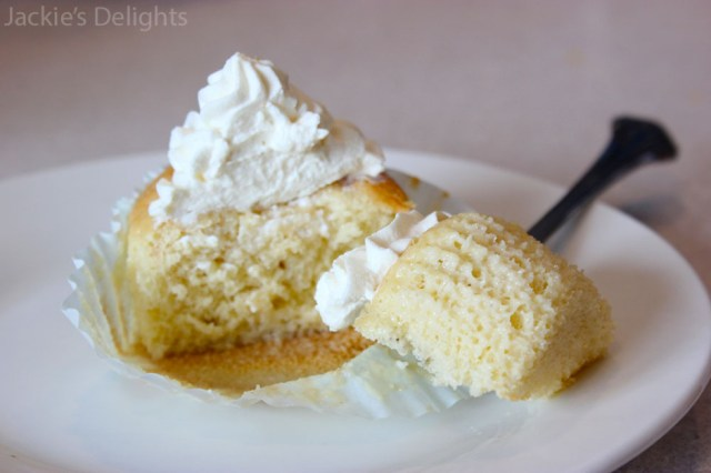 tres leches cupcakes.9