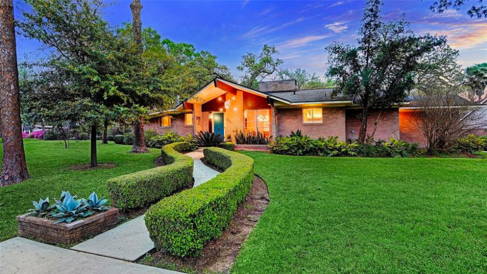 Midcentury Mania! Houston's Famous 'Sputnik House' Sells in Two Weeks