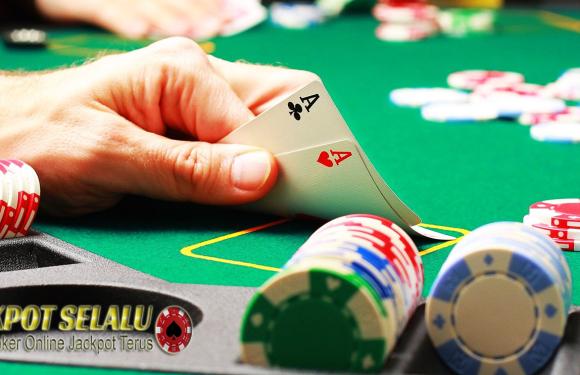 Arti Dasar di Meja Permainan Poker Online