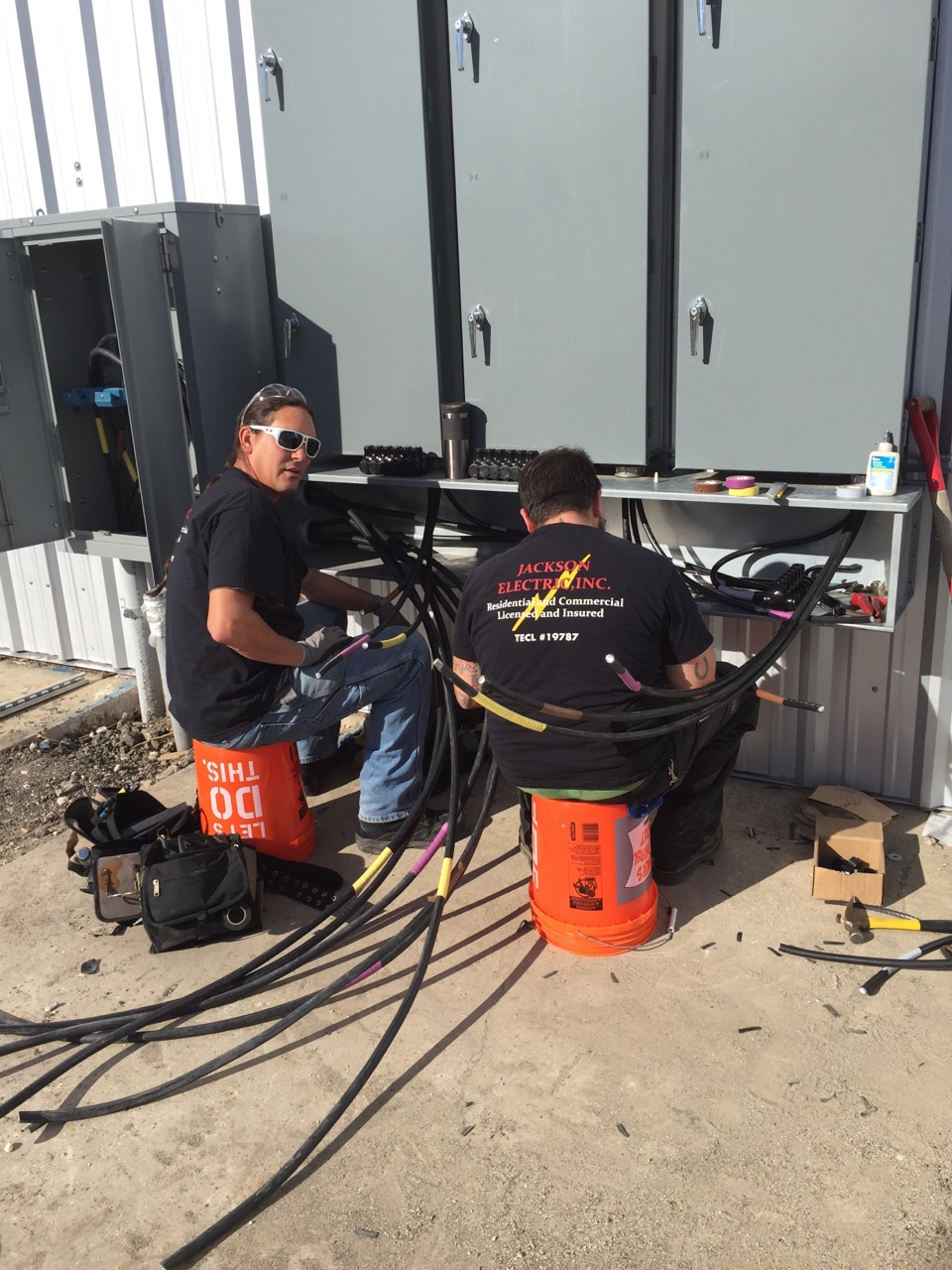 electricians electrical service panel commercial construction