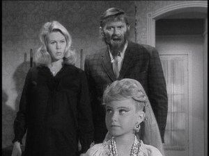 elizabeth_montgomery_maureen_mccormick_in_trick_or_treat_ld9lirs-sized