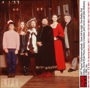 Frasier_Halloween_Cast_Pic