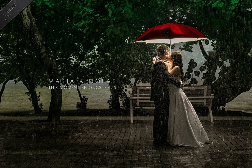 Wedding photography under the rain