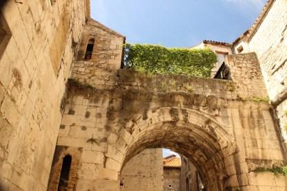 Wall Gate, Split