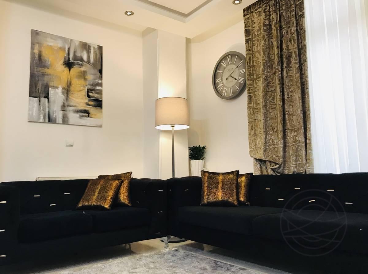 Niloofar Mahafel - Shining Like A Star - room view