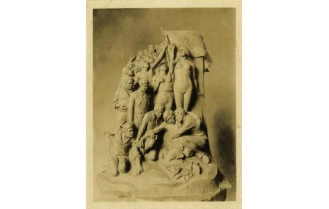 Figura 8. Maqueta del monumento a José Carlos Mariátegui, de Artemio Ocaña (1930). Fotografía, 24 x 18 cm. Archivo José Carlos Mariátegui.