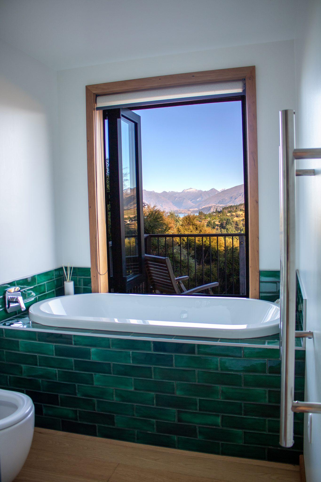 Wanaka Airbnb bathtub with a view