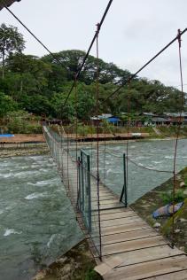 Un des ponts qui enjambe la rivière Bohorok