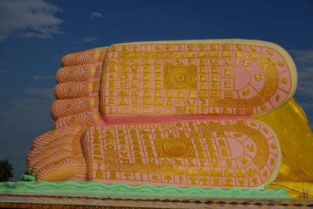 Feet details of Naung Daw Gyi Mya Tha Lyaung