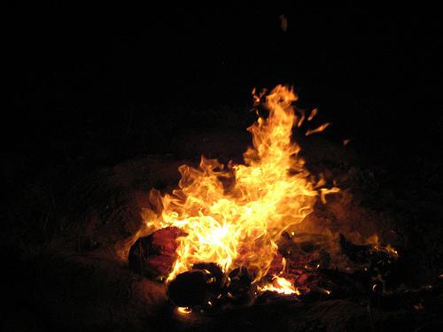 Mes habits de pèlerin brûlent au couchant