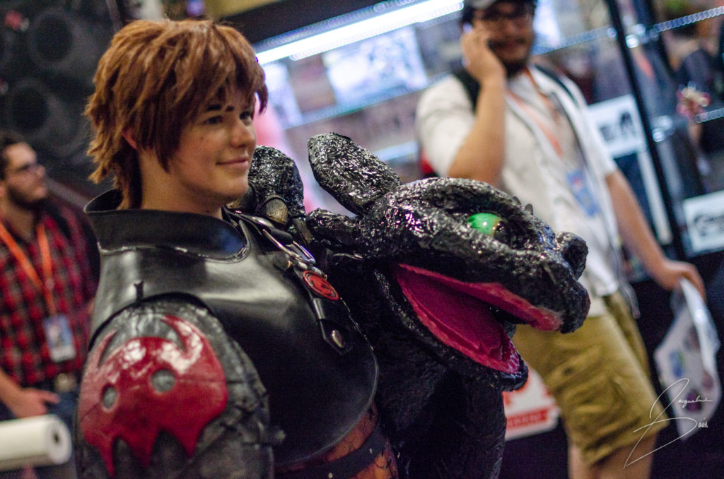A Toothless and Hiccup cosplay, which is also out of focus