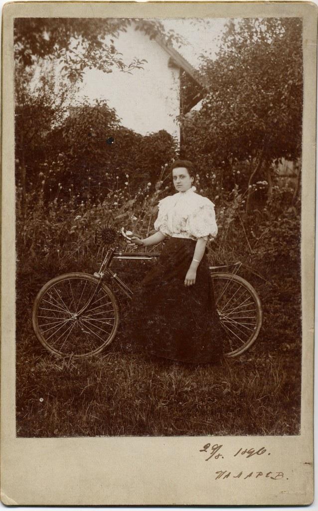 sunflower-biker-1900-russian1