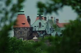 Zniszczone w czasie wojny trzydziestoletniej umocnienia zamku przebudowano na tarasy w stylu francuskim