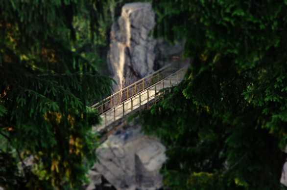 Romantyczny mostek na Bobrze