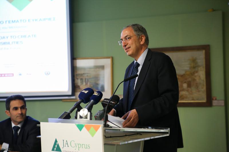 Dr Costas Kadis