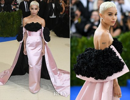 Zoe Kravitz is a total rock princess in this Oscar De Larenta gown.