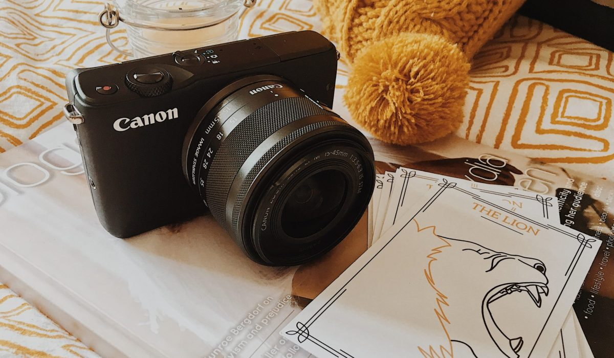 Canon EOS M10 Camera