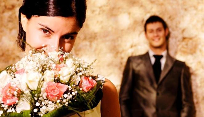 5 Tanda Pria Cari Perhatian Pada Wanita