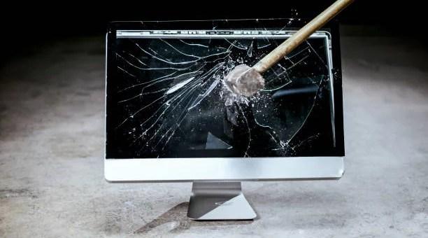 seringkali kerusakan yang terjadi pada komputer masih bisa diatasi sendiri. Seperti masalah yang sering terjadi pada komputer dan cara mengatasinya