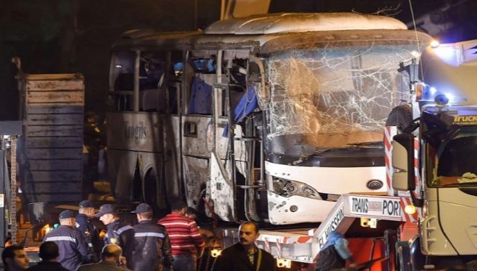 مصر : قتلى وجرحى في تفجير حافلة ركاب سياحية