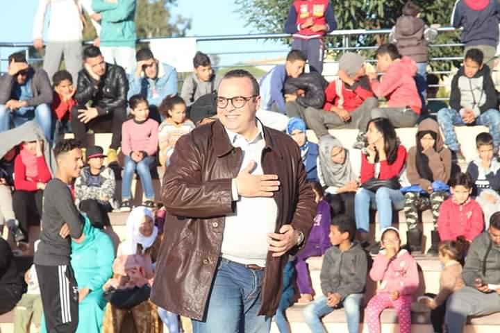 """تكريم زكرياء بنخلفية في افتتاح كرنفال""""شوارع آرت"""" بخريبكة"""