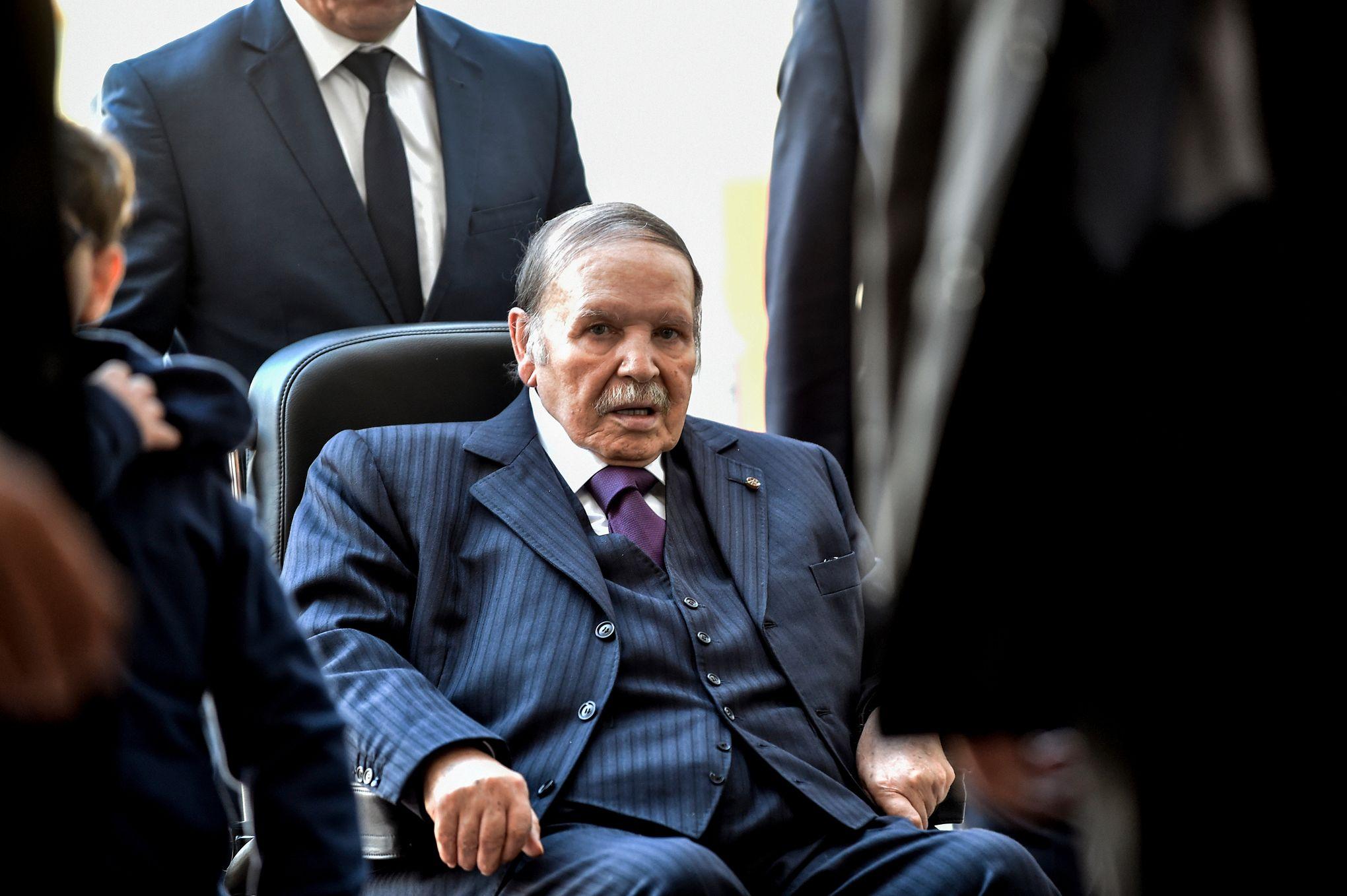 """لوموند: السلطة في الجزائر أمام خيارين قبل أن يتحول المحتجون إلى """"التطرف"""""""