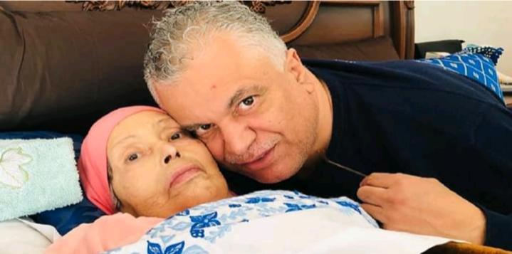 """وفاة والدة الفنان المغربي """"محمد الخياري"""" بعد معاناة مع مرض السرطان"""