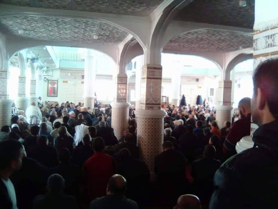 على طريقة الزفزافي…جزائريون يقطعون صلاة الجمعة