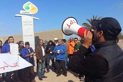 """نقابات """"سامير"""" تنظم وقفة احتجاجية للمطالبة بحماية حقوق المأجورين"""