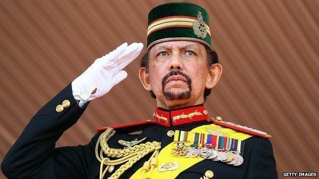 سلطنة بروناي تبدأ بتطبيق عقوبة الرجم على من يمارس الزنا والمثلية الجنسية يوم 3 أبريل