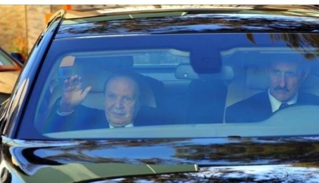 بالفيديو.. بوتفليقة يظهر في مقدمة الموكب الرئاسي بالجزائر