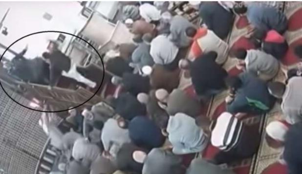 شخص يعتدي على إمام مسجد لهذا السبب الغريب