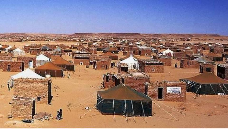 مناشير الحكم الذاتي تغزو مخيمات تندوف وتقسمُ قيادات الجبهة
