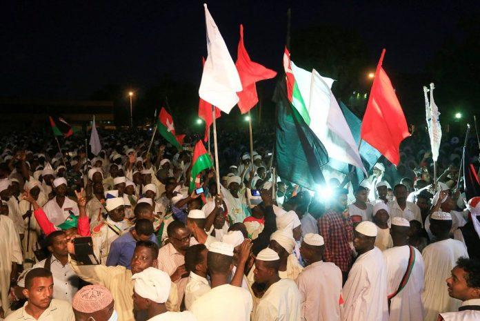المعتصمون في الخرطوم: مطالبنا لم تتحقق حتى الآن… ولن نعود لبيوتنا