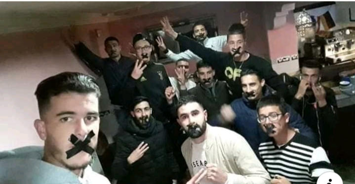 """شباب ريفيون يطلقون حملة """"تكميم الأفواه"""" تضامنا مع الزفزافي ورفاقه"""