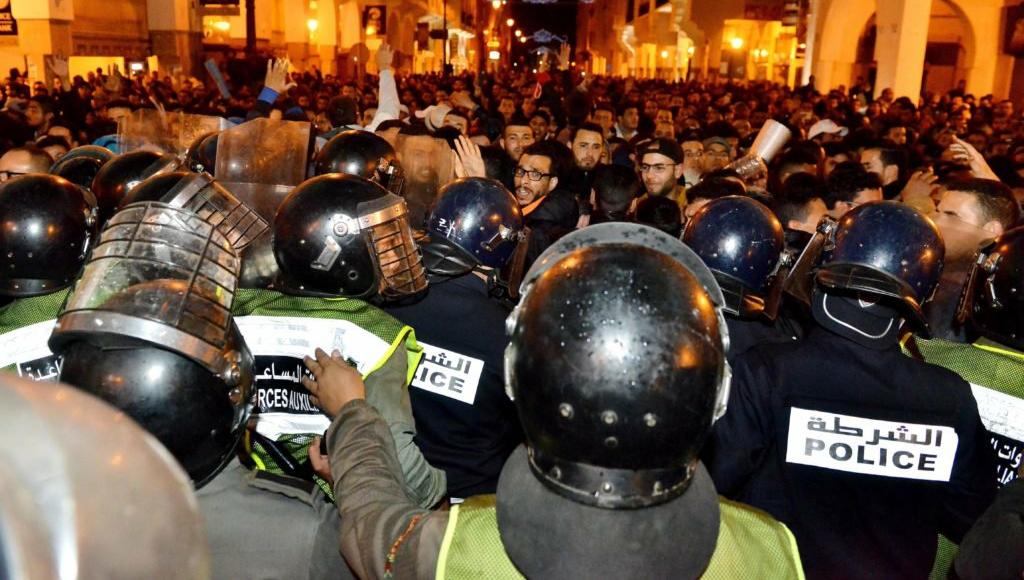 """بالفيديو…إصابات وإغماءات في صفوف """"المتعاقدين"""" بعد فض الأمن لمعتصمهم بالرباط"""